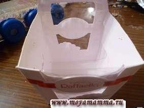 Для изготовления аппаратного отсека лунохода подойдет коробка из под конфет. Коробку обертываем фольгой и закрепляем.