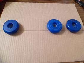 Из бумаги (картона) вырезаем прямоугольник размером 34 см х 32 см. Из него формируем заготовку для шасси молоковоза - прямоугольный параллелепипед с гранями 34 см х 5 см, 34 см х 11 см, 34 х 5, 34 х 11. Намечаем на узких гранях места размещения колес машины.