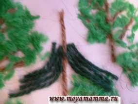 Нити для нижних ветвей елочки нарезаем длиннее, для макушки- короче.