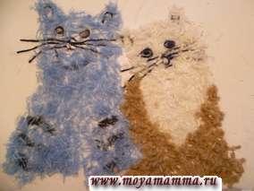 Наносим клей на оставшуюся часть туловища котика. Приклеиваем светло-коричневые коротко нарезанные нитки. Бело-коричневый котик готов. Нарезаем темно-зеленые нитки отрезками разной длины от 0,5 до 3 см.