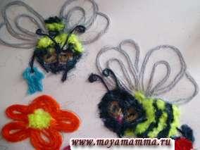 Делаем пчелкам ведерки из бирюзовых ниток.