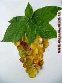 Поделка из осенних листьев Виноград