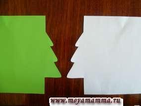 Раскладываем листы бумаги навстречу друг другу.