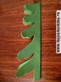 По желанию можно вырезать лапы у елки самых разных форм и столько сколько считаете нужным.
