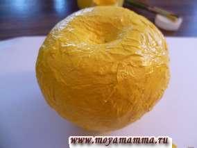 окрашивание бумажного яблока