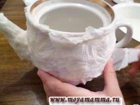 наложение влажных салфеток на половину чайника