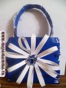 Синяя сумка с большим белым цветком