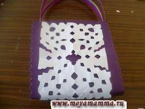 Прикрепление бумажного кружева на сумку