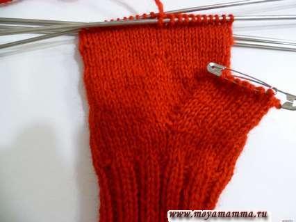 Вязание варежки с большим клином для большого пальца