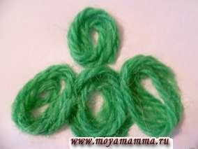 Колечки из шерстяных ниток для елочки