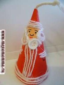 Дед Мороз из бумаги и шерстяных ниток