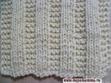 узор из рядов платочной вязки и лилицевых петель