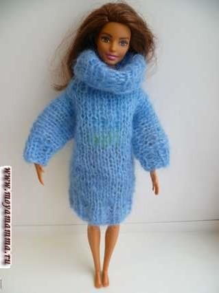 Примерка длинного вязаного свитера