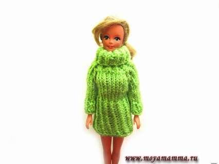 Вязаное платье реглан для куклы спицами