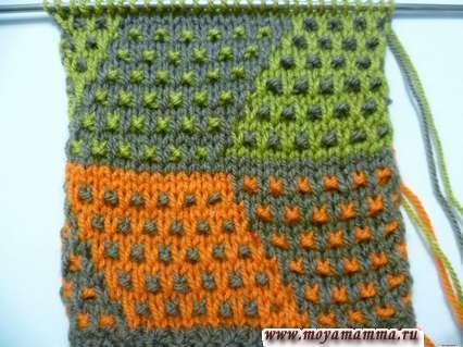 Узор из снятых петель трехцветный для вязания на спицах
