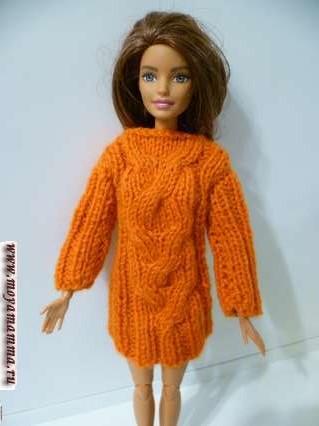 Вязаное платье для куклы барби с рельефным узором