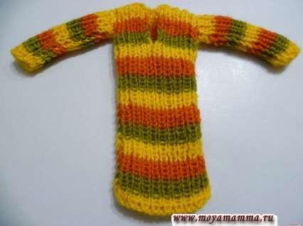 Вязаное полосатое платье для куклы