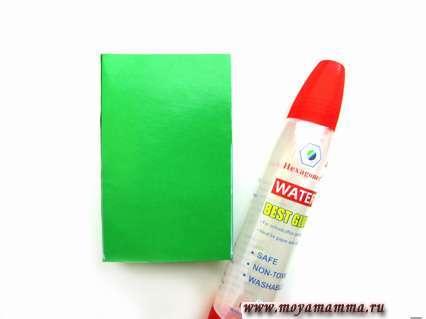 Зеленый прямоугольник и клей