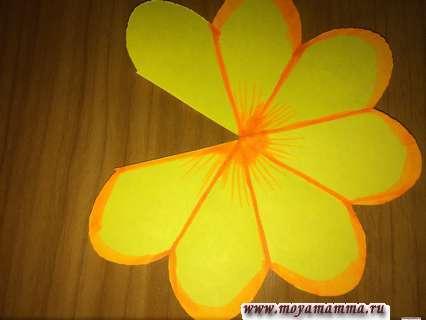 Украшение цветка. Открытка в технике киригами