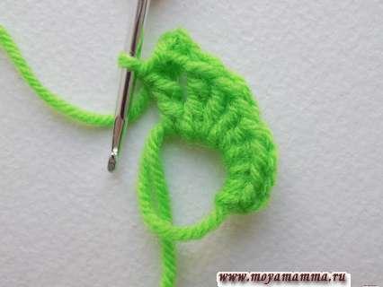 продолжаем вязание листочка в обратном порядке