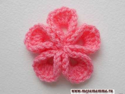 Объемный цветок крючком для украшения шапочек, кофточек, заколок, брошей