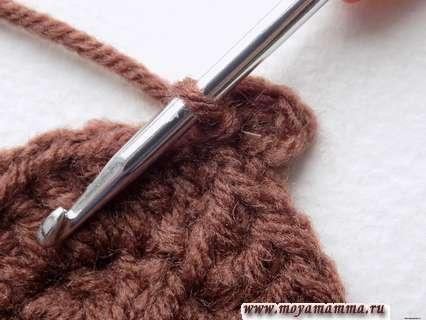делаем пико, закрепляемся соединительной петлей в начале вязания