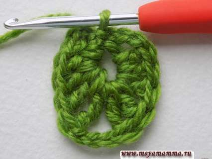 первый ряд вязания нашего ажурного листочка