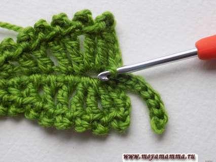 зеленый лист, связанный крючком