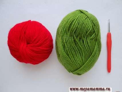 Пряжа красного и зеленого цвета