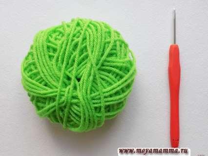 Зеленая пряжа для вязания