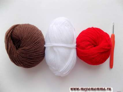 пряжа коричневого, белого и красного цвета