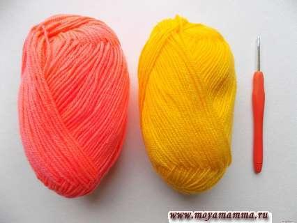 пряжа желтого и кораллового цвета