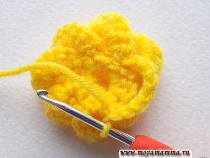 Вязание объемного цветочка крючком