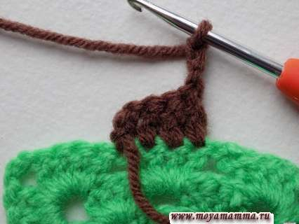 вязание елочки разворачиваем и выполняем 3 воздушные петли