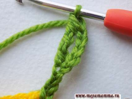 Начаало вязания листочка груши