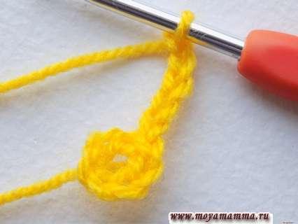 петельки замкнем в кольцо, а для подъема и создания перемычки выполним 5 возд. петелек