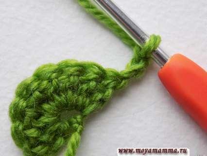вязание цветочка поворачиваем и выполняем 3 возд. петельки