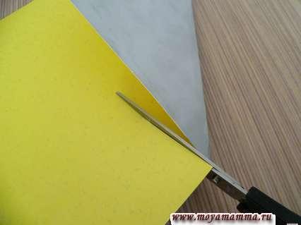 Вырезаем квадрат из бумаги
