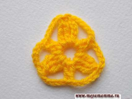 вязание желтой нитью