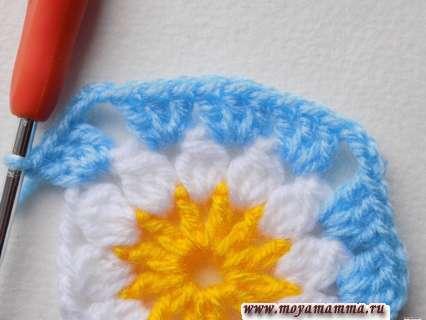 вязание голубой пряжей