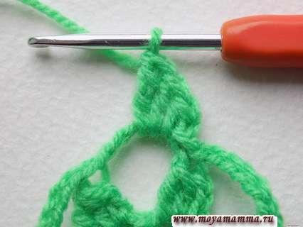 Делаем пару возд. петель, а затем вяжем столбики в обратном порядке, при этом в конце вместо возд. петли провязываем обычный столбик