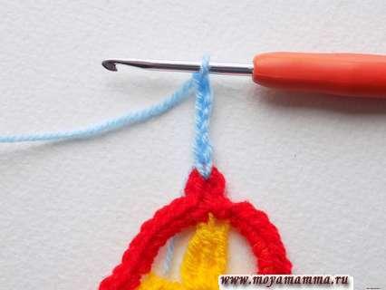 продолжить вязание голубой пряжей