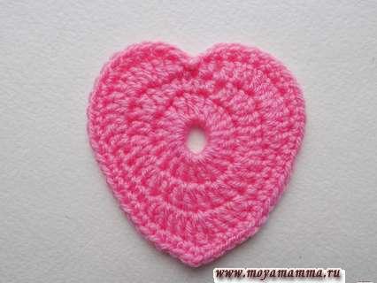 обвязывание сердечка розовой пряжей