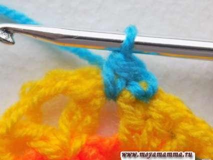 обвязывание голубой пряжей
