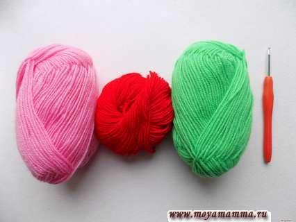 пряжа салатового, розового и красного цвета