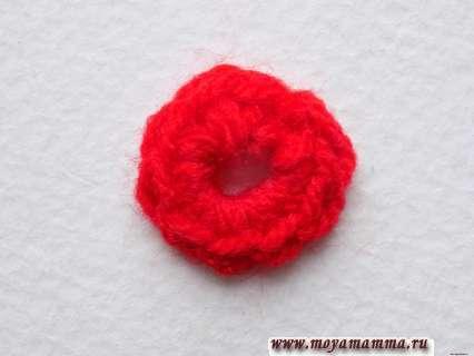 вязание красной пряжей мы закончим, а нить обрежем и закрепим