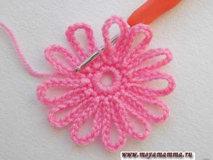Ажурный квадрат. 12 розовых лепестков