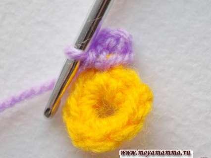 петельки присоединим к желтой основе соединительной петлей