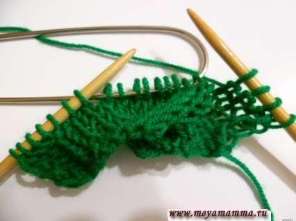 снятие петель на вспомогательную спицу для косы