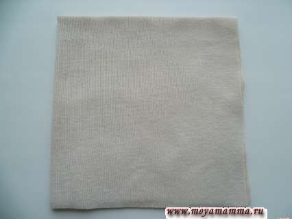 квадрат из ткани , сложенный в четыре слоя
